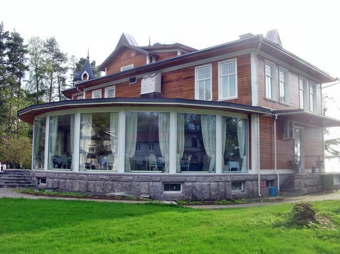 фото дома с круглой верандой боевой одежды